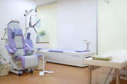 捻挫・打撲・挫傷・脱臼に対する手技療法と物理療法を行います。[物理療法の種類]低周波治療器干渉波治療器牽引(頚・腰)ウォーターベッド超音波ホットパック