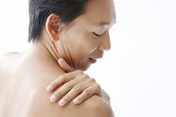 頭痛・めまいをはじめ、肩こり・腰痛など様々な内科的・整形外科的症状に対して、鍼灸を使用しての施術を行います。